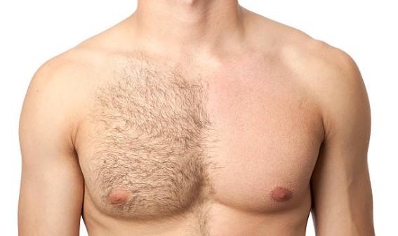 Torse à moitié rasée